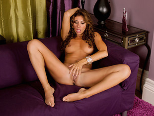 Leggy tan bombshell teases her slick fuck hole at Anilosvideo
